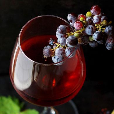 Entdecken Sie die edelsüße Weinschöpfung Nectar de los Angelos. Erzeugt von Silke und dem begnadeten Önologen Salus Alvarez aus der spanischen Region Priorat