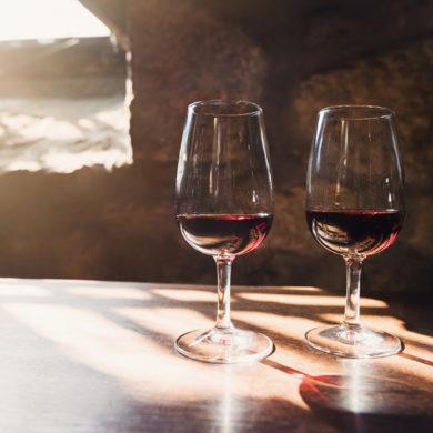 Entlang des Flusses Duoro präsentieren sich dem Naturbegeisterten diverse Klimazonen und dem Weinliebhaber eine große Weinvielfalt vom Port- bis zum Weißwein.
