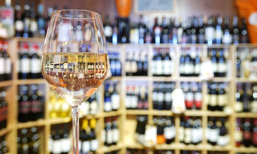 Weißwein im Glas 500 x 300 | Silkes Weinblatt