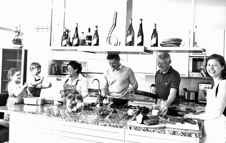 Weingut Pfaffl_Familie Pfaffl in der Küche