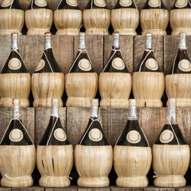 Der Chianti zählt zu den großen Export-Schlagern unter den italienischen Weinen. Erfahren Sie hier, was man über den roten Italiener wissen sollte.