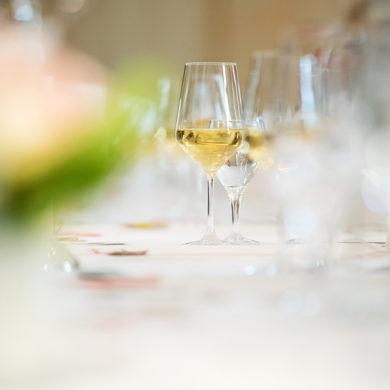 Jeder Topf hat seinen Deckel und jeder Wein hat sein Glas. Lesen Sie hier, welche Gläser zu Rot-, Weiß-, Schaum-. Rosé- oder Süßwein gehören, um noch mehr aus den edlen Tropfen herauszuholen.