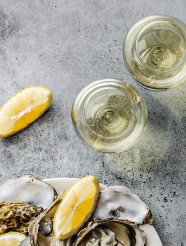 Champagner gilt als der Luxuriöseste unter den Schaumweinen. Nicht nur seine Geschichte ist spannend – auch in Sachen Herstellung ist nur das Beste gut genug.