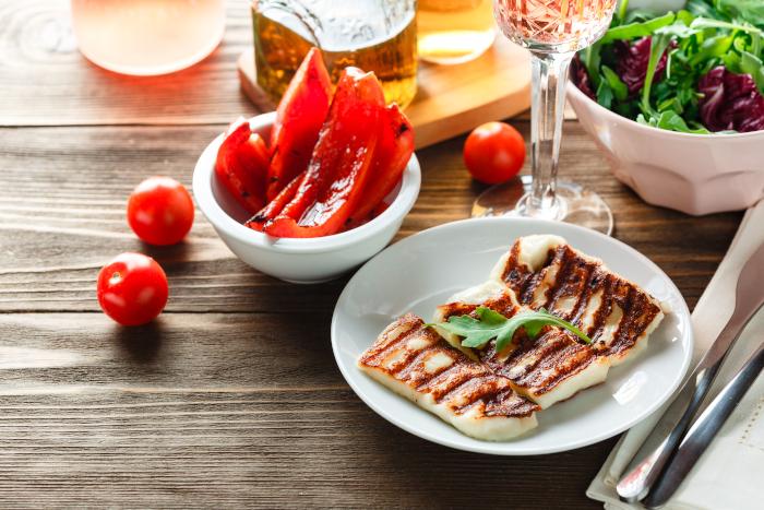 Halloumi gegrillt mit Cherry Tomaten und Rose Wein