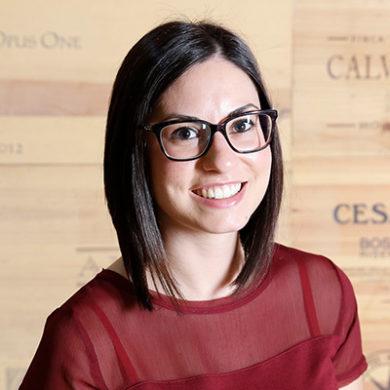 Unsere Mitarbeiterinterviews stellen die Personen hinter den Jobs bei Silkes Weinkeller vor. Diesmal: Gabriela aus den Bereichen Buchhaltung und Datenschutz.