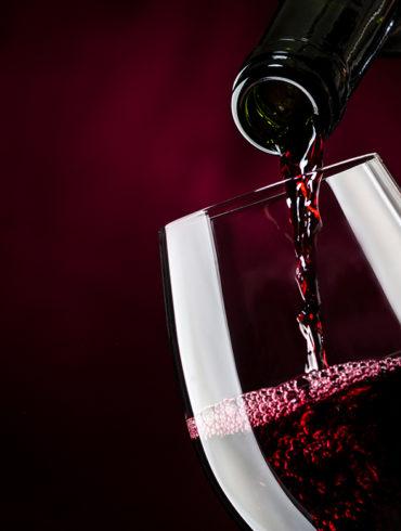 Die Bewertung von Weinen ist eine Kunst. Wir stellen einige der bekanntesten und renommiertesten Wein-Bewertungssysteme beziehungsweise Weinbewerter vor.