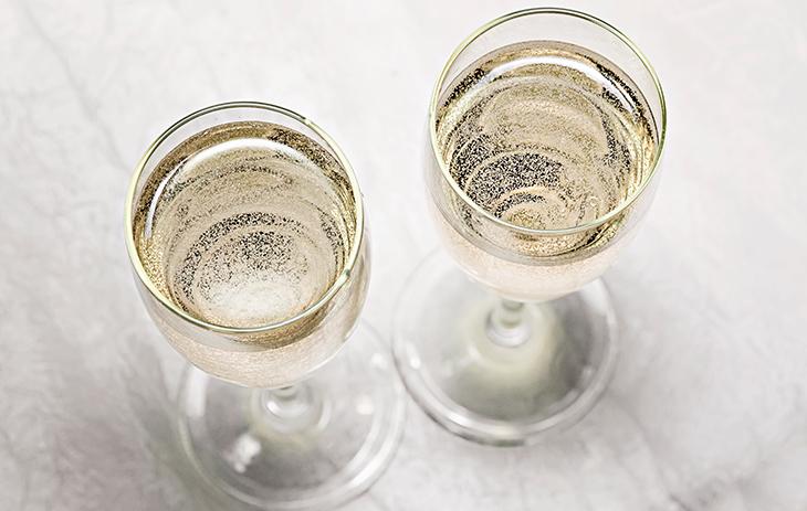 Wie alkoholfreier Sekt hergestellt wird, erfahren Sie hier.