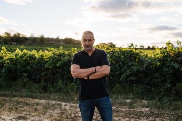 Carlos San Pedro ist Winzer, Stratege und Kellermeister in Personalunion auf der Bodegas y Viñedos Pujanza in der Rioja. Im Winzerview stand er uns Rede und Antwort.