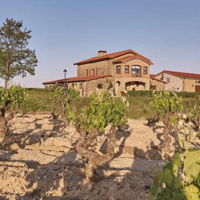 Im Schutze der Sierra Cantabria mit Ausblick auf den breiten Ebro könnte das Weingut Bodegas Amaren kaum idyllischer liegen – ein Ort, der Weinträume erfüllt.