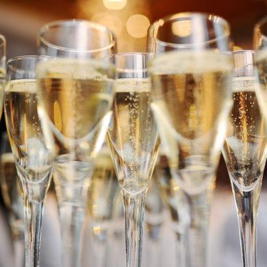 Cava ist das spanische Glanzlicht im weltweiten Schaumweinrepertoire – und macht seinen angesehenen Verwandten wie Champagner oder Sekt Konkurrenz.