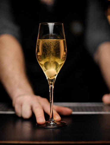 Spannend ist, dass der Crémant nicht alleine aus geschmacklichen Gründen vom Champagner abgegrenzt wird, sondern vielmehr aufgrund rechtlicher Entscheidungen.