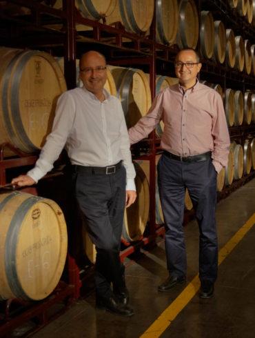 Export-Managerin Nieves García de Jalón und Winzer Bartolo Abellán von Bodega Juan Gil Wine Estate haben sich gemeinsam unseren 14 Fragen im Winzerview gestellt.