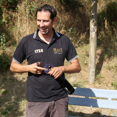 Eric Manz steht Rede und Antwort in unserem Winzerview und berichtet über seine Region, seine Produktion und das Leben auf seinem Weingut.