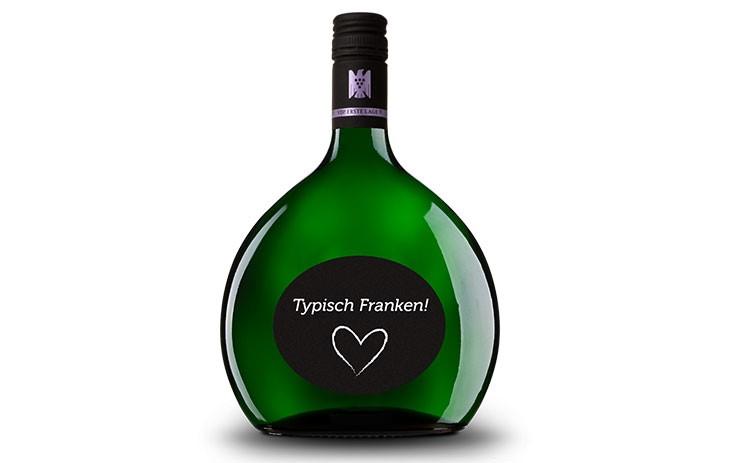 Ein Bocksbeutel, die prägnante Weinflasche für fränkischen Wein