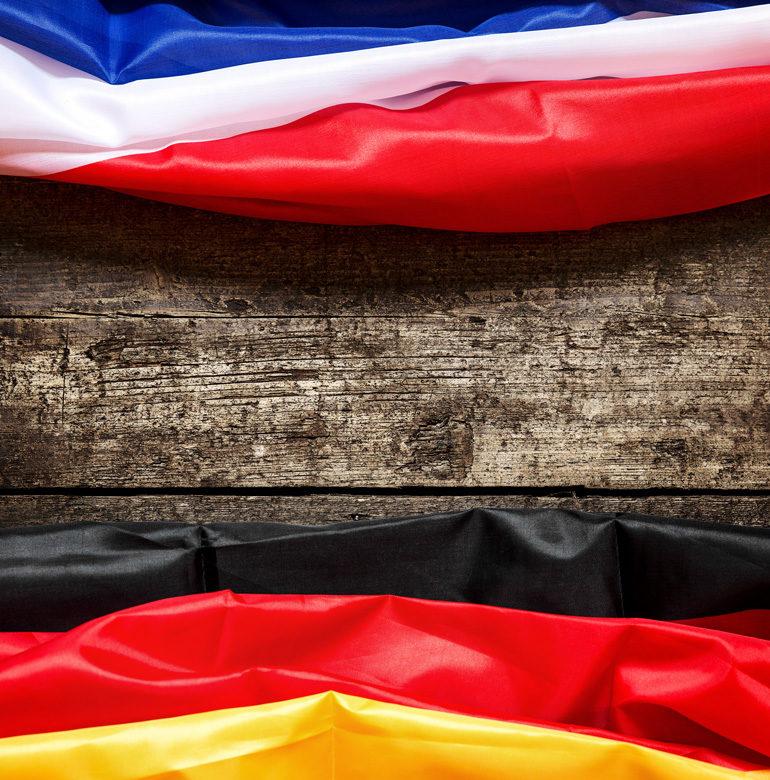 Flaggen für den Deutsch-Französisch Tag